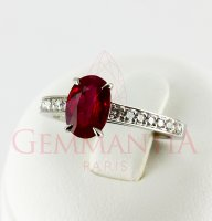Bague rubis ovale et chute de diamants ronds